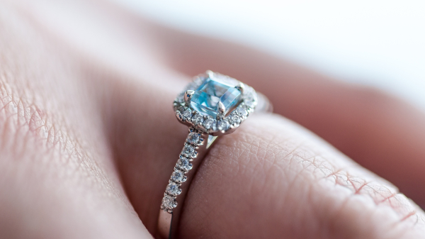 Get Bored of Common Designs? 10 Unique Engagement Ring Picks!